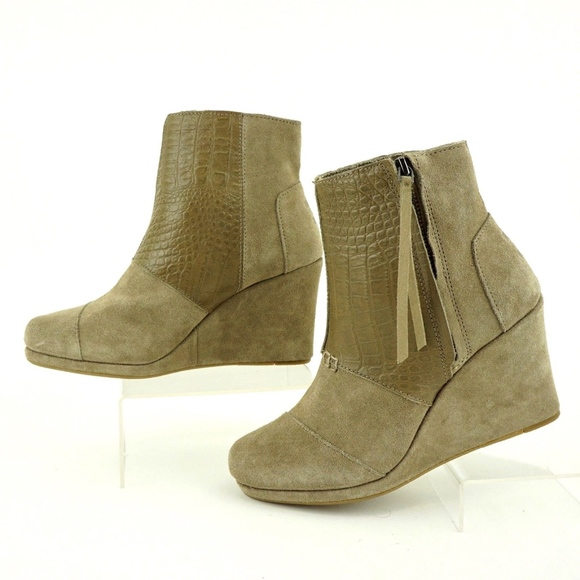 8a10d66f4eb TOMS Desert Wedge Hi Taupe Suede Croc Ankle Bootie.  M 5ac476f21dffdafd2b997745